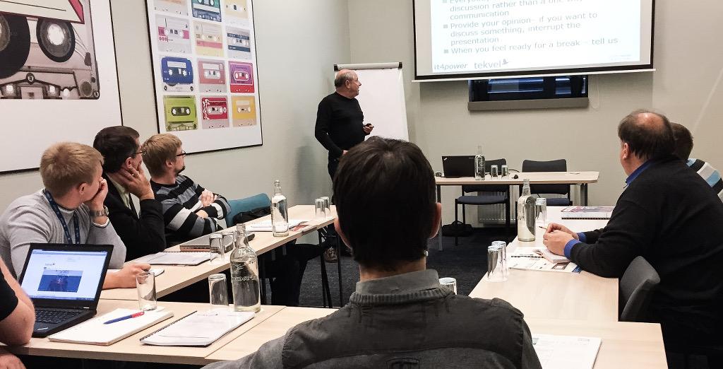 Кристоф Брюкнер читает лекцию в рамках семинара по МЭК 61850 в Литве