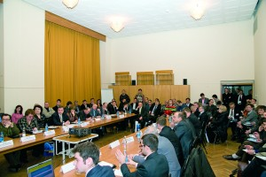 """Зал, где проходило заседание """"круглого стола"""", рассчитанный на 80 человек, не смог вместить всех желающих"""