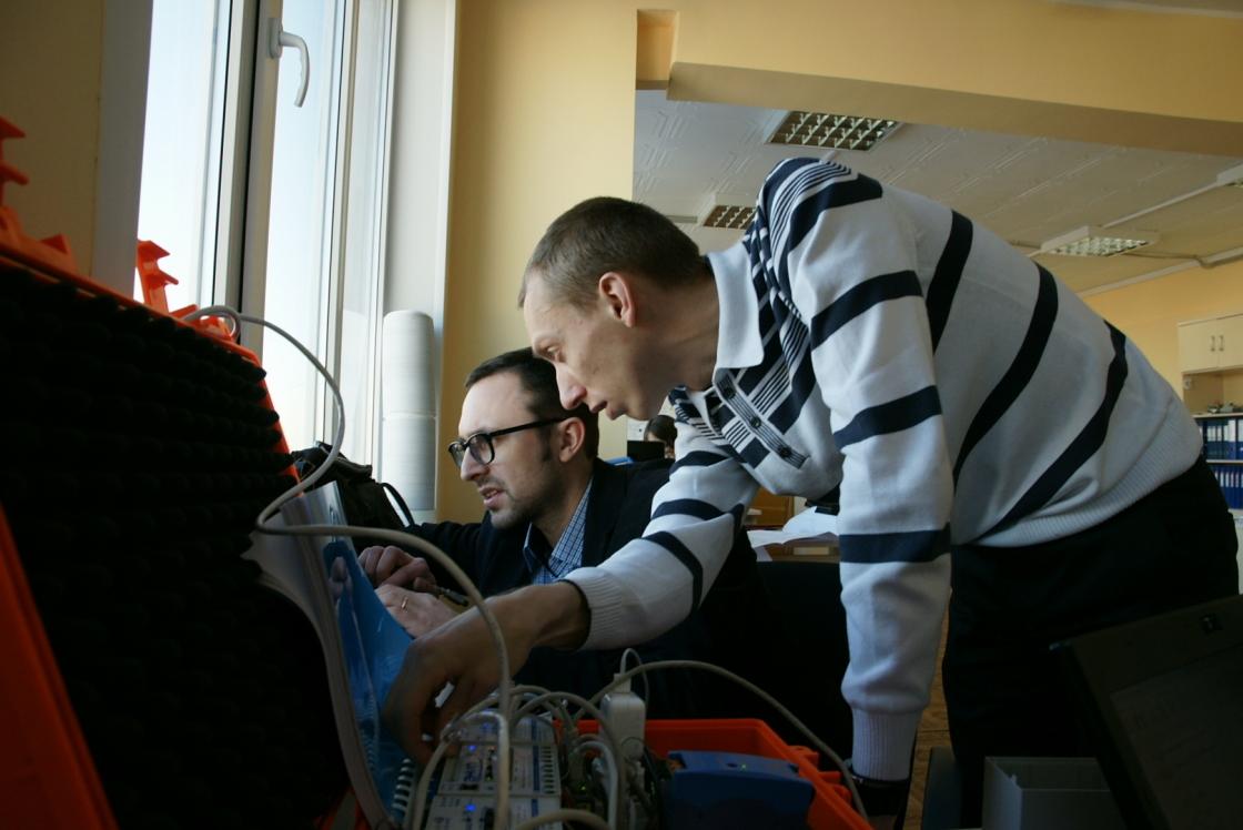 Испытания на соответствие ЭНИП-2 в НТЦ ФСК ЕЭС // Фото: © Цифровая подстанция