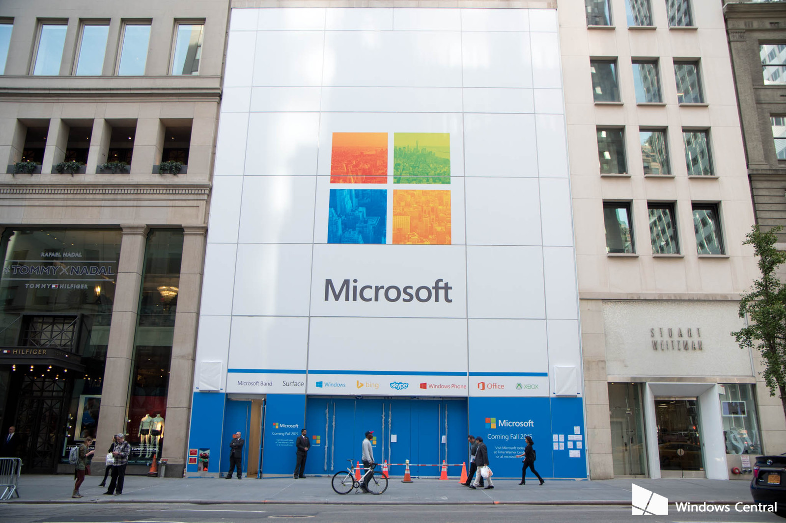 microsoft-store-cover-opening
